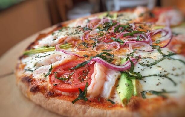 Pizza y bebida en Restaurante Pizzeria Enrique's
