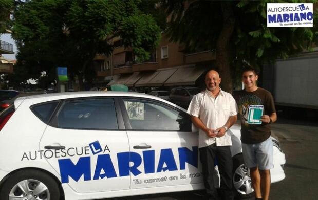 Carné de coche: teoría +  clases prácticas en Autoescuela Mariano