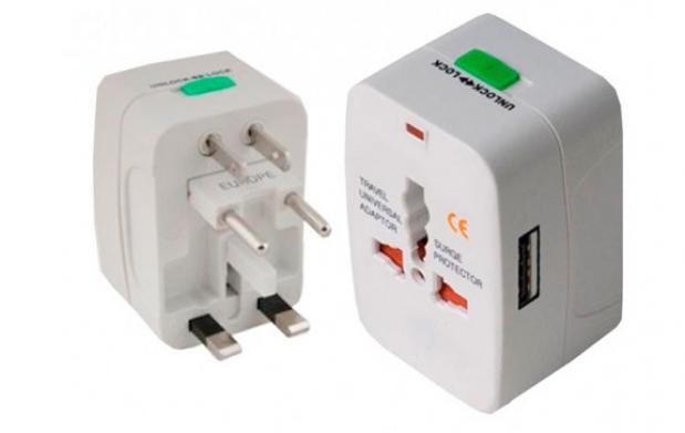 Adaptador Universal de Viaje con USB
