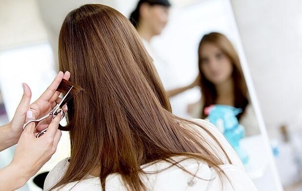Sesión de peluquería con lavado, hidratación, corte, mechas y peinado