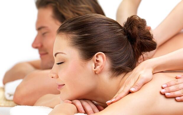 Masaje en pareja 50 min, cava y bombones