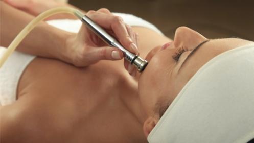 Limpieza facial con punta de diamante y masaje kobido con mascarilla