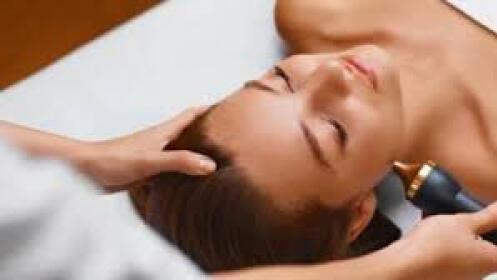 Tratamiento de Radiofrecuencia facial con AHA (Ácido Hialurónico)